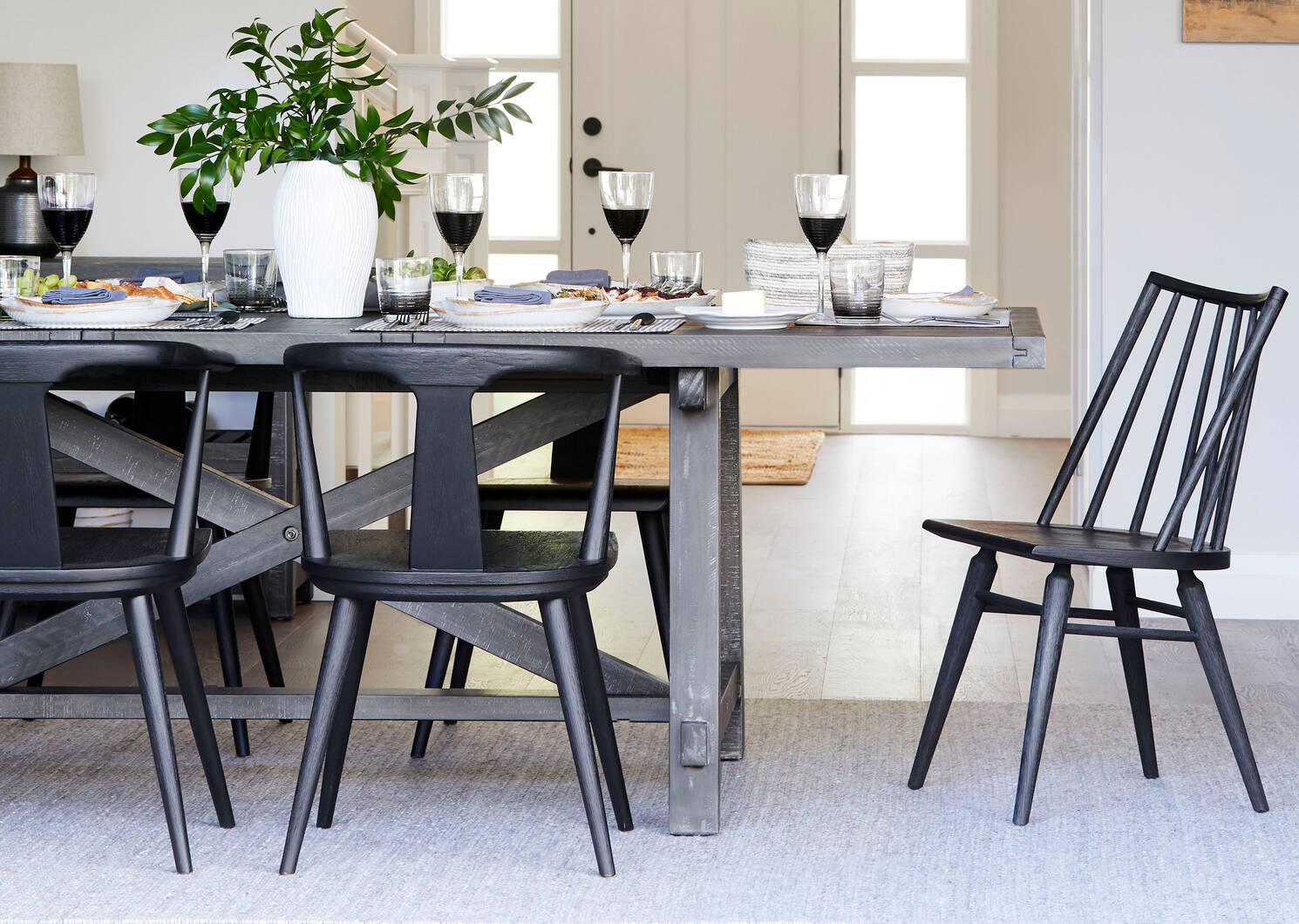 Chaise Garvin -noire